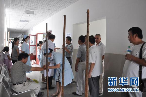 良反应的患者在江西省瑞昌市中医院[YiYuan]接受治疗.新华社发(