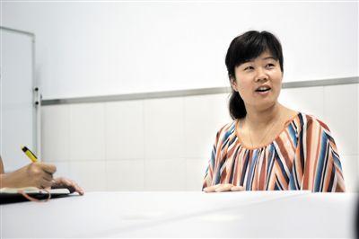 骑车人遇车祸多处受伤 女护士路过跪地救援--中国年鉴