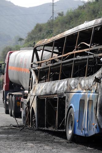 陕西延安发生一起特大交通事故已造成36人死亡--国家形象