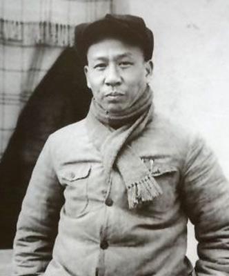 刘少奇[LiuShaoQi]一套礼服穿20年 常告诫工作人员不收礼