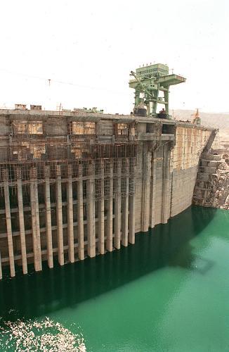 6月15日:龙羊峡水电站竣工
